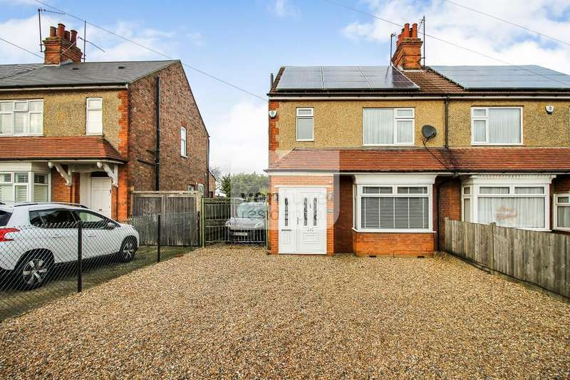 3 Bedrooms Semi Detached House for sale in Luton Road, Dunstable, Bedfordshire, LU5 4LF