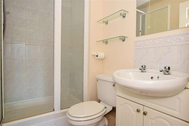 2 Bedrooms Flat for sale in Heath Road, Haywards Heath, West Sussex