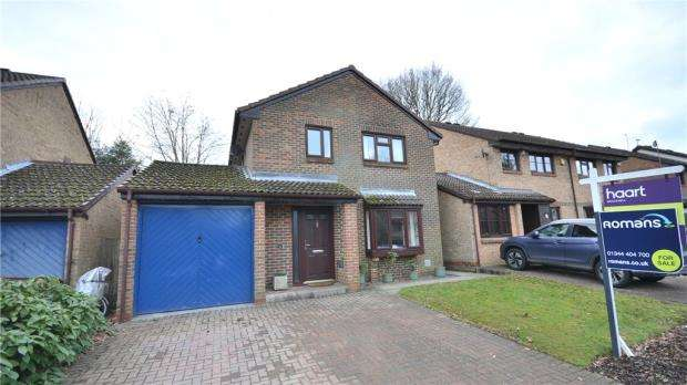 4 Bedrooms Detached House for sale in Fordwells Drive, Bracknell, Berkshire