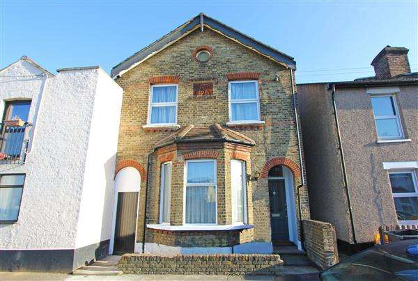 4 Bedrooms Semi Detached House for sale in Sussex Road, South Croydon