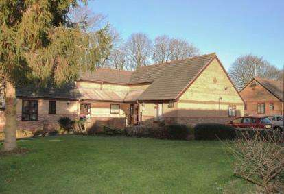 2 Bedrooms Bungalow for sale in Brookview Court, Dronfield, Derbyshire