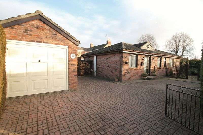 3 Bedrooms Semi Detached Bungalow for sale in Chaucers Way, Spalding