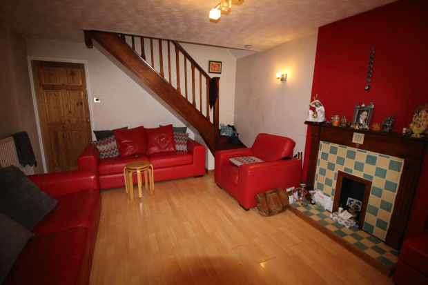 3 Bedrooms Semi Detached House for sale in Yarrow Close, Hamilton, Leicestershire, LE5 1TB