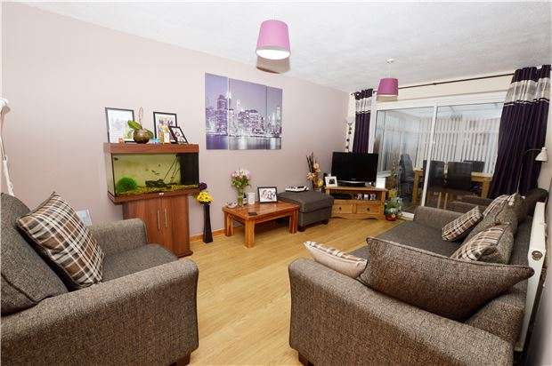 3 Bedrooms Terraced House for sale in Stanwick Drive, GL51 9LG