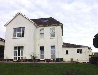2 Bedrooms Flat for sale in East Cliff Road, Dawlish, Devon