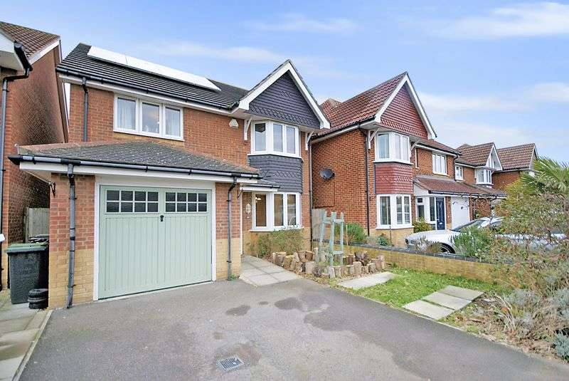3 Bedrooms Detached House for sale in David Newberry Drive, Lee on the Solent, PO13