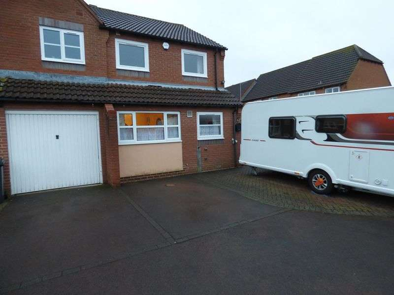 3 Bedrooms Semi Detached House for sale in Eldersfield Close, Gloucester