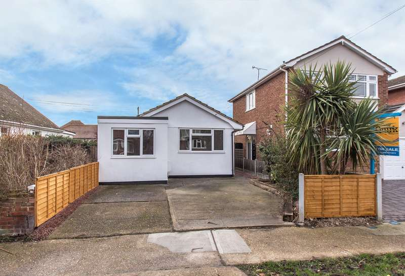 2 Bedrooms Detached Bungalow for sale in Grafton Road, Canvey Island, SS8