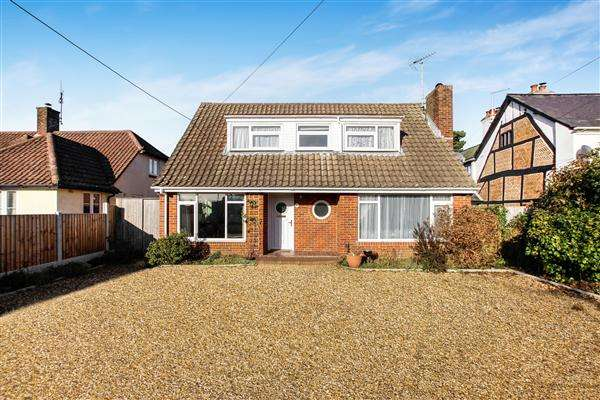 3 Bedrooms Detached House for sale in Southampton Road, Ringwood