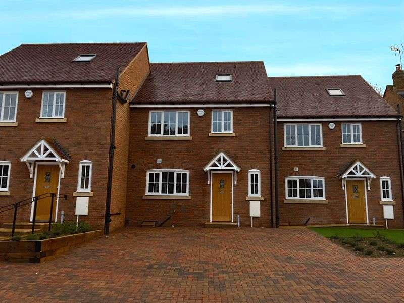 4 Bedrooms Terraced House for sale in New Build Family Home, Markyate Village