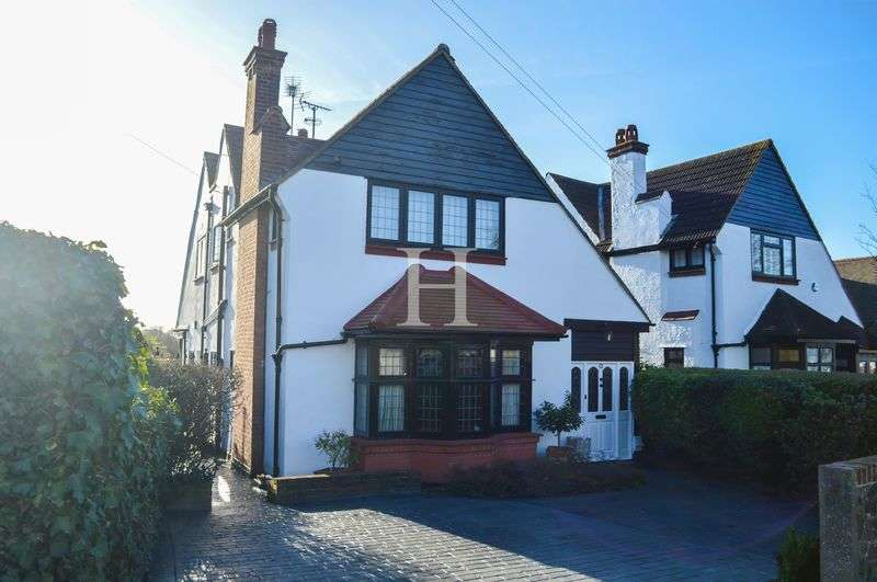 4 Bedrooms Detached House for sale in Crosby Road, Chalkwell, Essex, SS0
