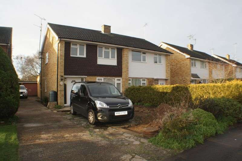 3 Bedrooms Semi Detached House for rent in Vauxhall Drive, Woodley
