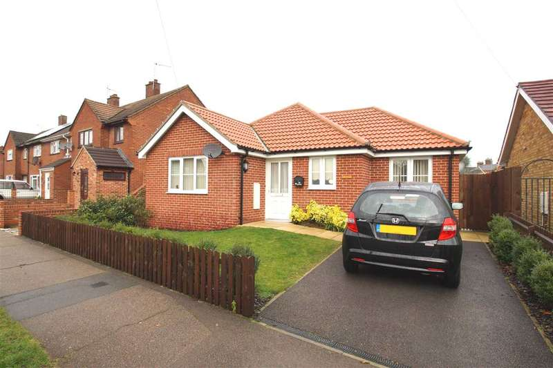 3 Bedrooms Bungalow for sale in Queen Elizabeth Way, Colchester