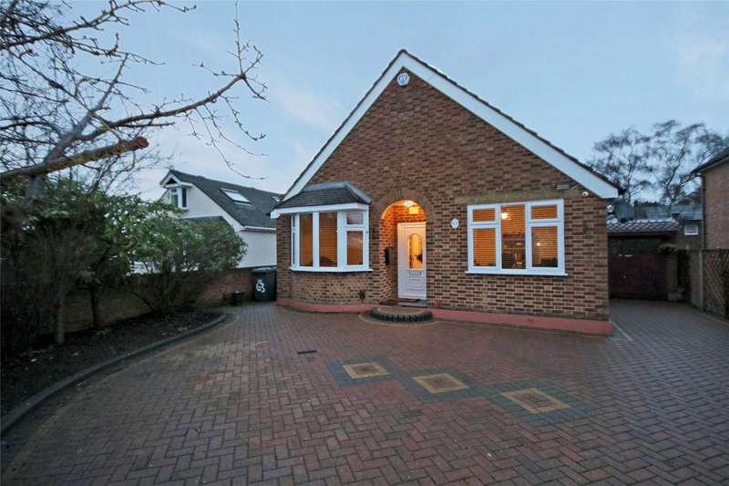 3 Bedrooms Bungalow for sale in Little Green Lane, Chertsey, Surrey, KT16