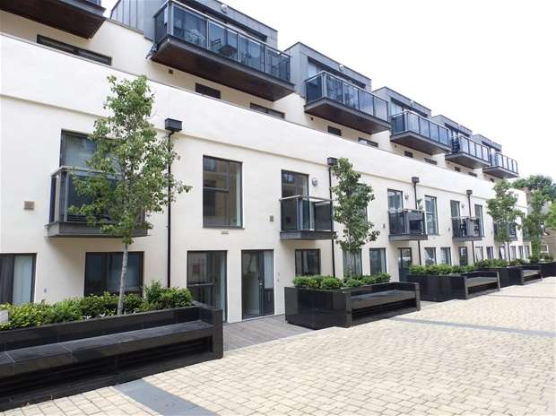 2 Bedrooms Flat for sale in Old Post Office Walk, Surbiton