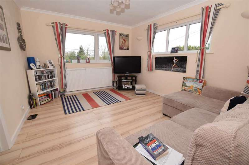 2 Bedrooms Maisonette Flat for sale in Main Road, Danbury, Chelmsford