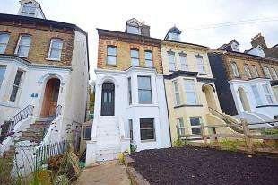 2 Bedrooms Semi Detached House for sale in Folkestone Road, Dover, Kent
