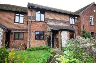 2 Bedrooms Terraced House for sale in Stonegate Way, Heathfield, East Sussex