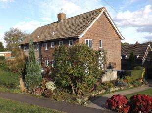 2 Bedrooms Maisonette Flat for sale in Withypitts, Turners Hill, West Sussex