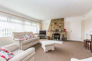 2 Bedrooms Bungalow for sale in Orchard Close, Elsted, West Sussex, .