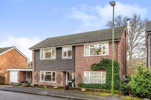 4 Bedrooms Detached House for sale in Bepton Close, Midhurst, West Sussex, .