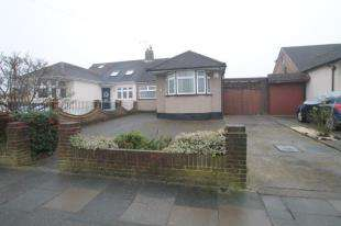 3 Bedrooms Bungalow for sale in Longmead Drive, Sidcup