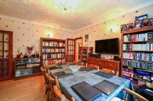 4 Bedrooms House for sale in Westmead Road, Sutton, .