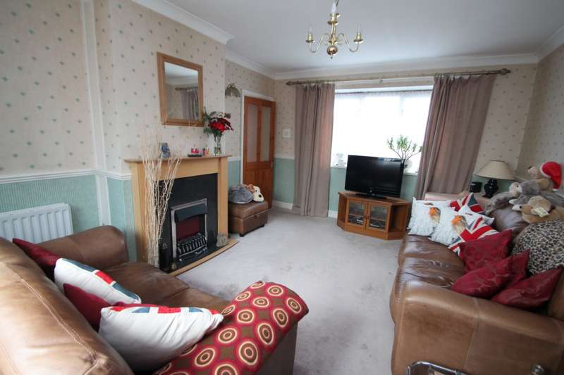2 Bedrooms Semi Detached House for sale in Frobisher Crescent, Stanwell, TW19