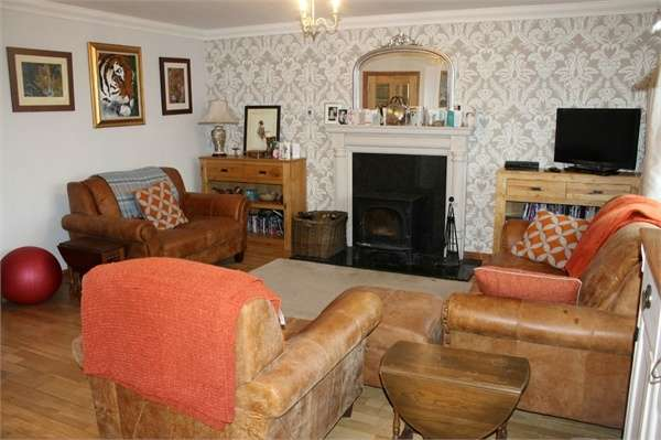 4 Bedrooms Detached House for sale in The Avenue, Greenlaw, Duns, Scottish Borders