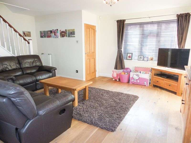 3 Bedrooms Detached House for sale in Old Mead, Southend-On-Sea, Essex