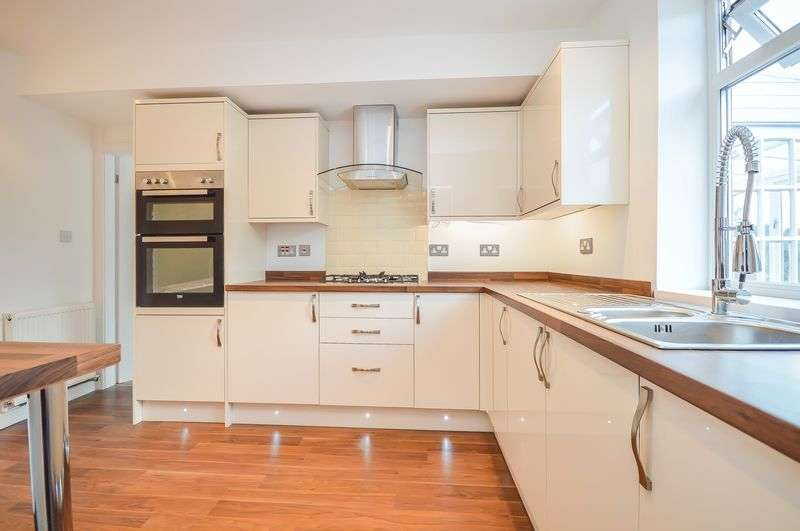 3 Bedrooms Semi Detached House for sale in Renway Road, Broom