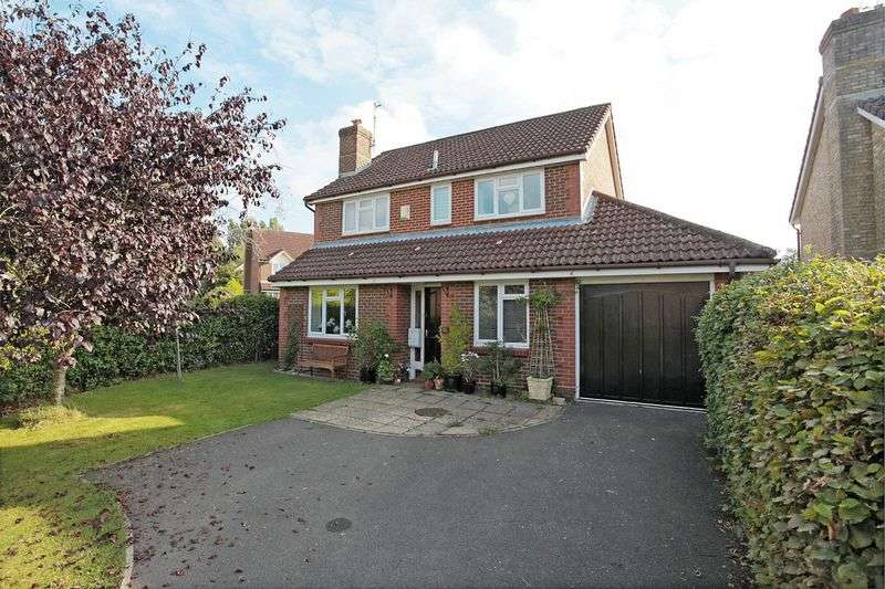 5 Bedrooms Detached House for sale in Markland Way, Uckfield, East Sussex