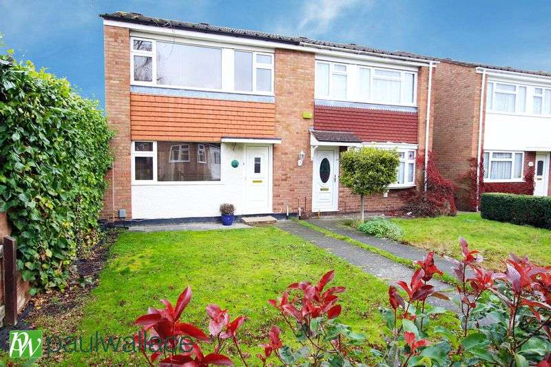3 Bedrooms Semi Detached House for sale in Dymokes Way, Hoddesdon
