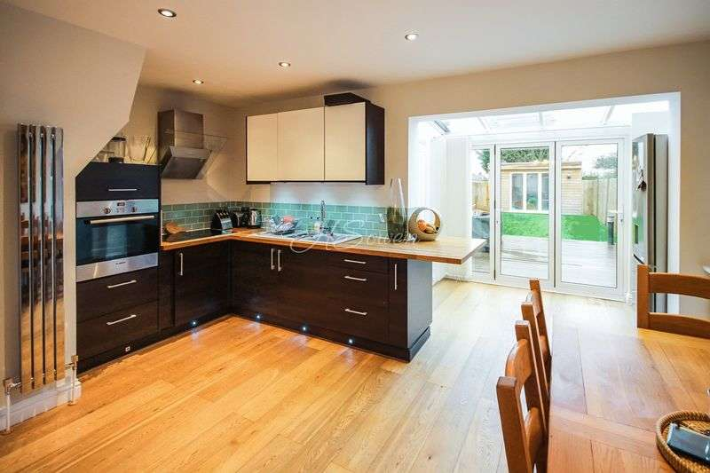 3 Bedrooms House for sale in Lynmouth Avenue, Morden, SM4