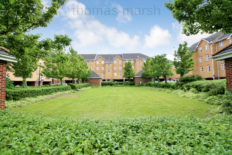 2 Bedrooms Flat for sale in Timber Court, Grays