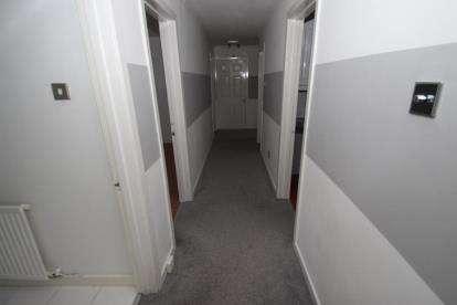 2 Bedrooms Flat for sale in Sandaig Road, Glasgow, Lanarkshire
