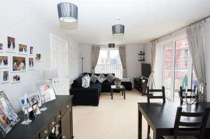 2 Bedrooms Flat for sale in Gardner Court, Studio Way, Borehamwood, Hertfordshire