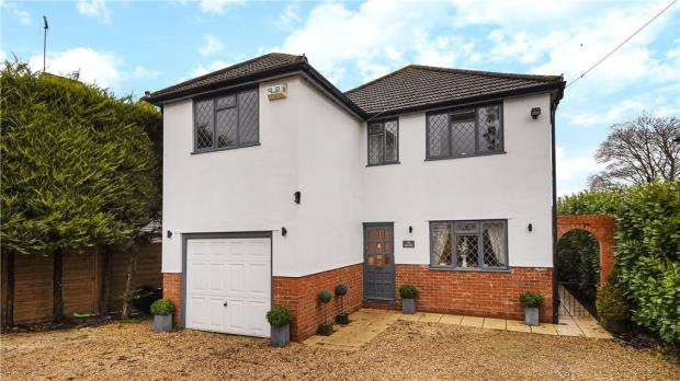 4 Bedrooms Detached House for sale in Bath Road, Sonning, Reading