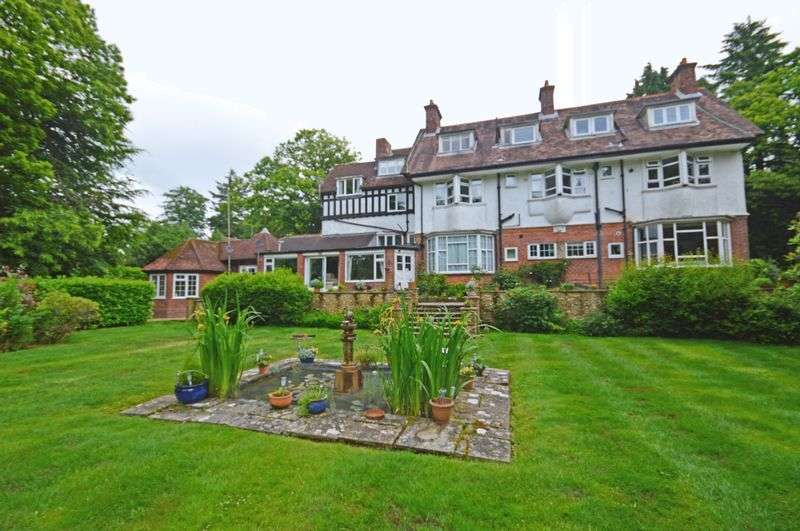 1 Bedroom Flat for sale in Tower Road, Hindhead