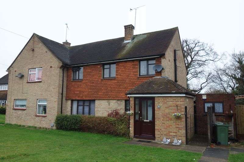 3 Bedrooms Semi Detached House for sale in North Side, Farnham