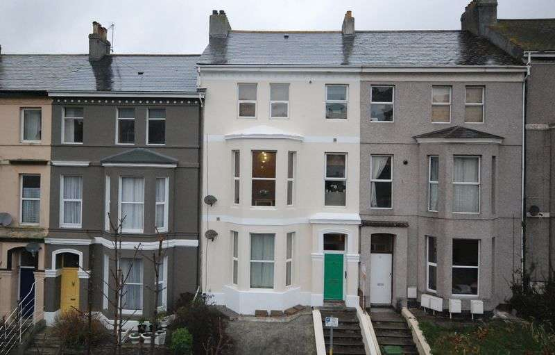 1 Bedroom Flat for sale in Ermington Terrace, Mutley, Plymouth. A Fantastic first floor double bedroomed flat in this great central spot!