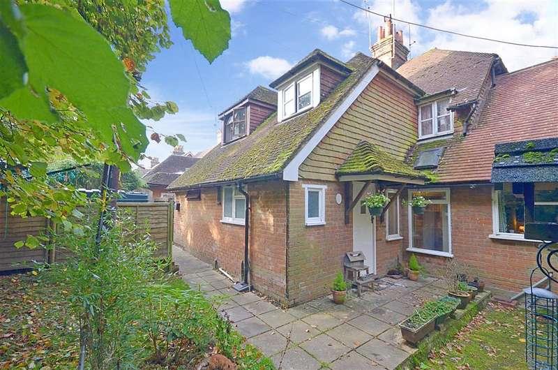 3 Bedrooms Link Detached House for sale in The Dene, Abinger Hammer, Dorking, Surrey