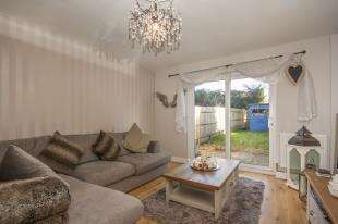 2 Bedrooms End Of Terrace House for sale in Findon Way, Broadbridge Heath, Horsham, West Sussex