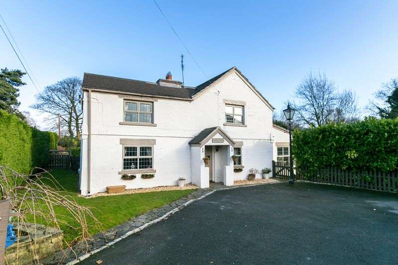 4 Bedrooms Detached House for sale in Barkers Farm, Chorley Road, Standish, WN6 0AA