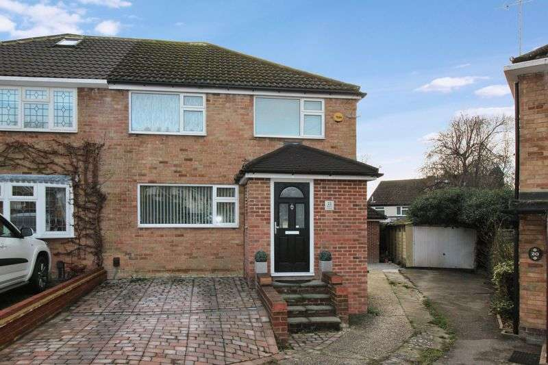 3 Bedrooms Semi Detached House for sale in Belloc Close, Crawley