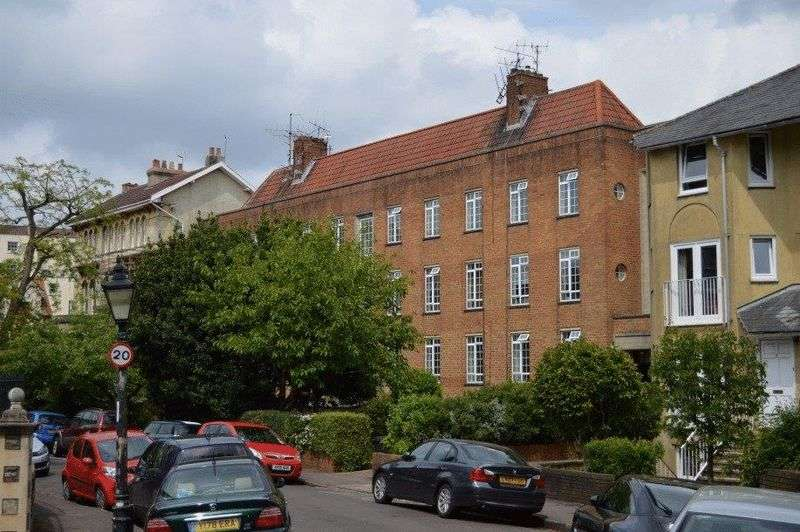 2 Bedrooms Flat for sale in Royal Park, Clifton