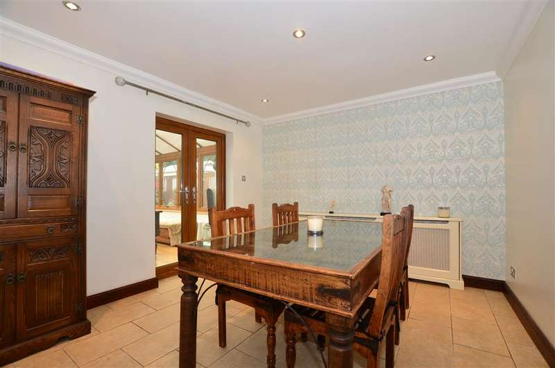 4 Bedrooms Detached House for sale in The Broadway, Minster On Sea, Sheerness, Kent