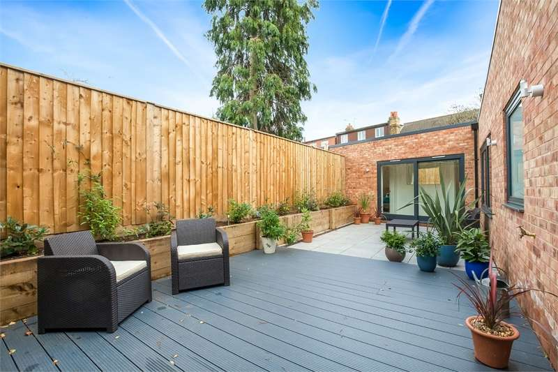 3 Bedrooms Detached House for sale in Berwyn Road, Richmond, East Sheen, Surrey