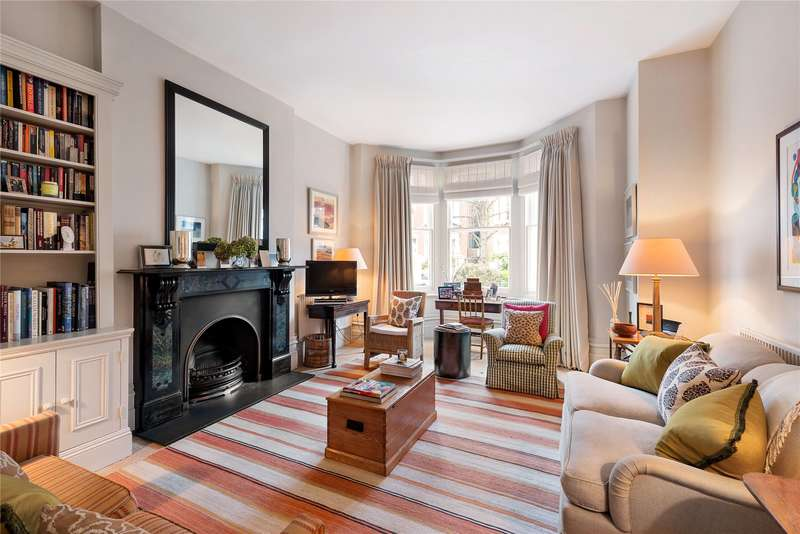 2 Bedrooms Maisonette Flat for sale in Sisters Avenue, London, SW11