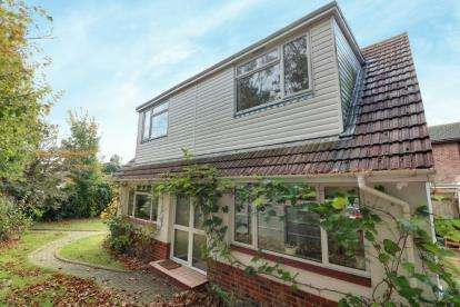 2 Bedrooms Detached House for sale in Hayling Island, Hampshire